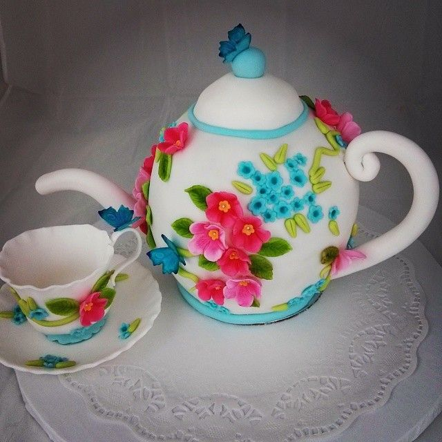 My carved teapot cake with a matching Gumpaste teacup. <3