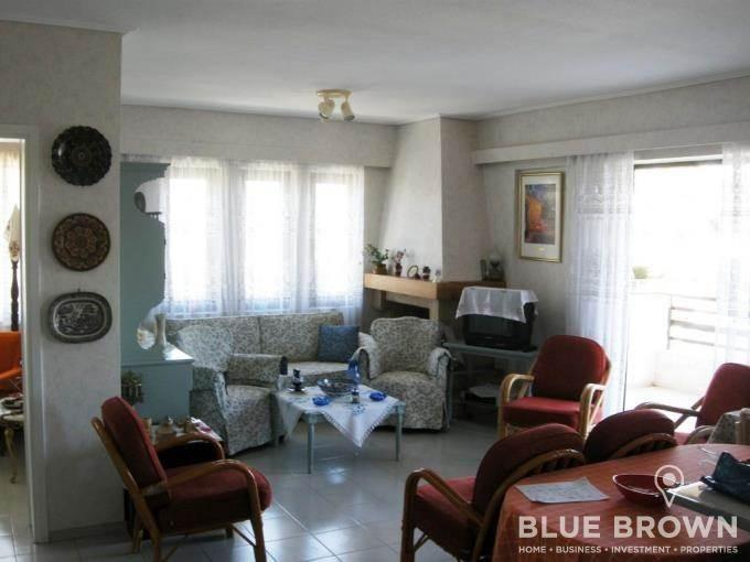 Επιπλωμένο οροφοδιαμέρισμα 90 τ.μ., πωλείται στην Βάρκιζα, κέντρο, 4ου ορόφου, με 3 υπνοδωμάτια, σαλόνι με τζάκια, πάρκινγκ,  βεράντες με άνοιγμα, 180 μ. από τη θάλασσα...