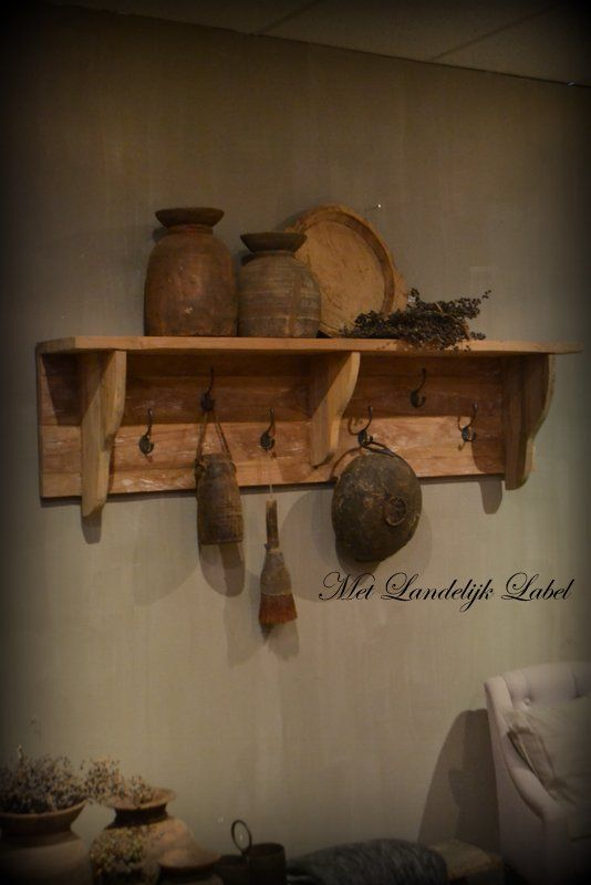 Stoere en robuuste kapstok. Prachtig in een stoer en sober interieur. Gemaakt van gerecycled teak. afm: 165×40 cm. (lxh)