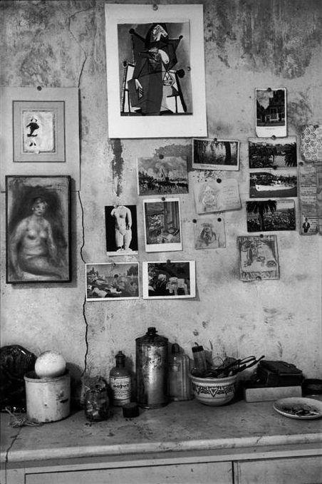 The studio of French painter Pierre Bonnard, Le Cannet, Alpes-Maritimes, France 1944. (bron: Magnum Photos, foto: Henri Cartier-Bresson)
