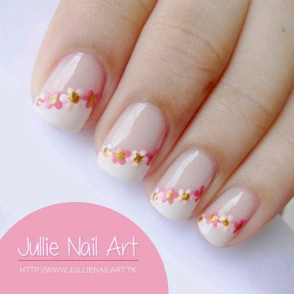 uñas frances blanco lateral y flores puntos