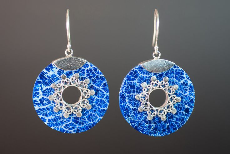 Earrings with blue foam coral €20