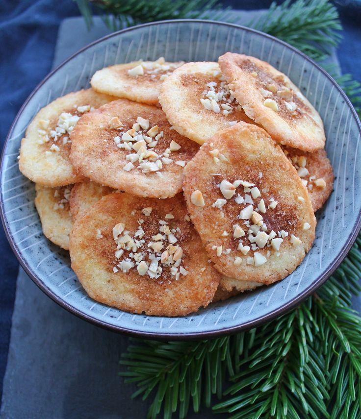 Opskrift på skønne, sprødejødekager, som min farmor bagte dem - en helt klassisk dansk julesmåkage.