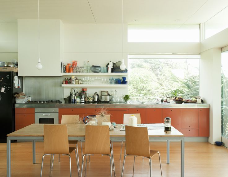 With authenticity and simplicity as their rallying cry, a Kiwi architect and his wife have built a modern beach house that puts a fresh spin on the local vernacular.