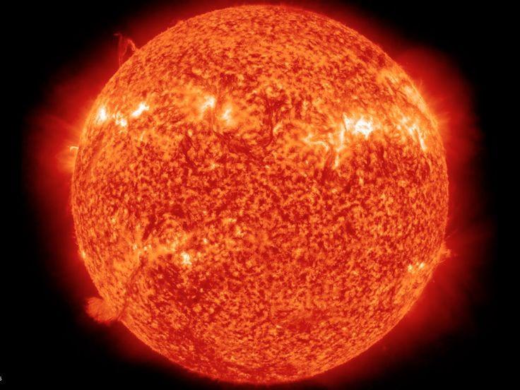 Güneş Neyin Etrafında Dönüyor? Ay dünyanın etrafında, dünya güneşin etrafında dönüyor, hatta elektronlar atom çekirdeğinin etrafında dönüyor. Mükemmel bir intizama sahip evrenimizde bu kadar şey dönerken güneşin dönmemesi biraz garip olurdu.