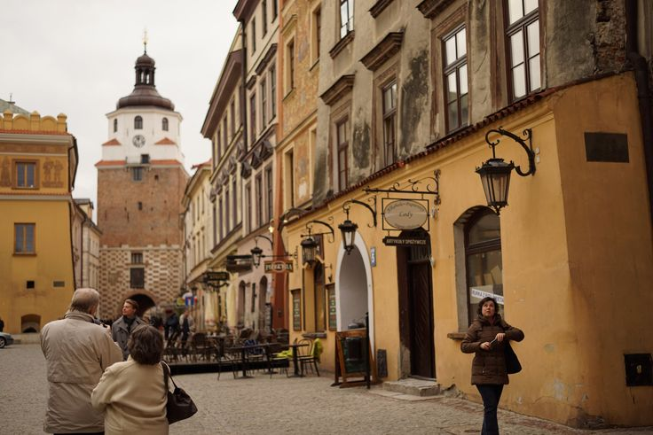 https://flic.kr/p/UkDNB8 | At the Rynek | The Market, the Old Town Lublin, Poland April 2017  Sony Alpha ILCE-7R (A7R) with Carl Zeiss Loxia 50mm F2.0 Planar  Instagram: @alec.chernivtsi urban.photos