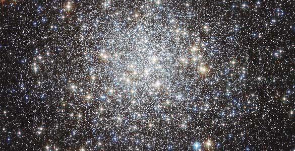 El Hubble capta la imagen más nítida de un 'racimo' de 250.000 estrellas.   Entra y descubre más imágenes del universo y  datos: www.rtve.es/n/507818
