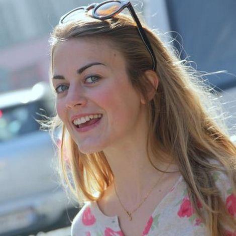 Alexandra Gentil est une actrice française, née le 9 novembre 1991 à Nice. Elle formée aux ateliers jeunesse du Cours... http://francissotiaux.jimdo.com/fiche/alexandra-gentil/
