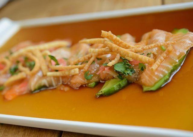 Tiradito de Salmon...So fresh, so healthy, so good !  #foundedhealthyfresh #suviche #suviche #anniversary #bottomless #drinks  #chilcano  #CertifiedAwesome #wine #sake #soyawesome #sushilife #suviche #sushi #ceviche #brickell #sobe #miami #miambeach #nomnomnom #wines #culinarymindbomb #fortlauderdale @lasolasblvd #fresh #peruvian #japanese #wynwoodmiami #brickelave #sofresh #sogood #instapic