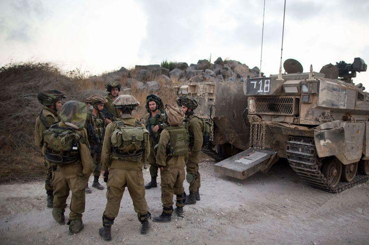 """Une quarantaine d'officiers et soldats de réserve de la plus prestigieuse unité de renseignement militaire israélien ont décidé de ne plus servir, refusant de participer aux """"abus"""" commis selon eux contre les Palestiniens, dans une lettre publiée vendredi dans la presse."""