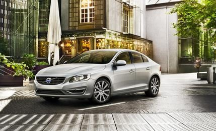 2014 #Volvo #S60 - More whiz-bang technology, less jaw-dropping style.