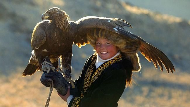 mind-blowing pictures of a 13-year-old eagle huntress