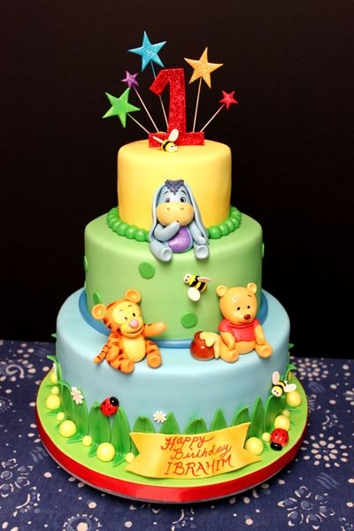 Baby Winnie the Pooh by Trace of Cakes. I want this for Olivia's first birthday!! :)