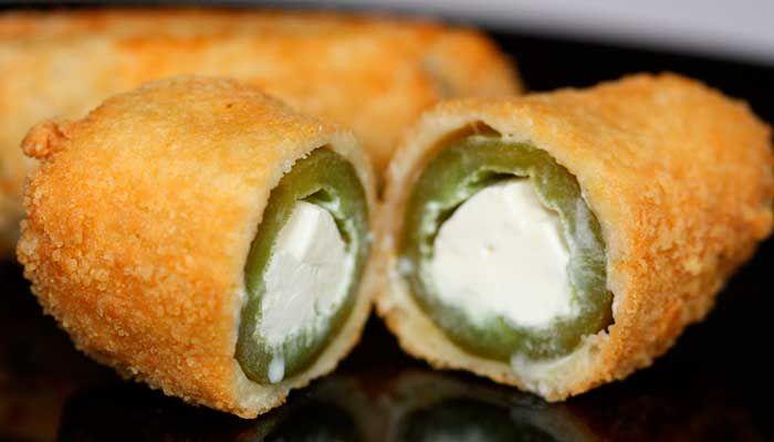 Chiles jalapeños rellenos de queso