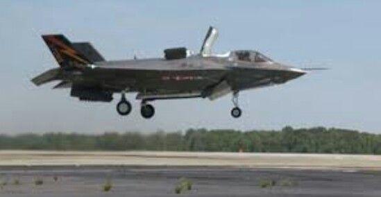Avion a raccion con turbo inlleccion de despege vertical logrando max 5 como velocidad maxima implementando ondas de radio provocando un avion estil alos radares