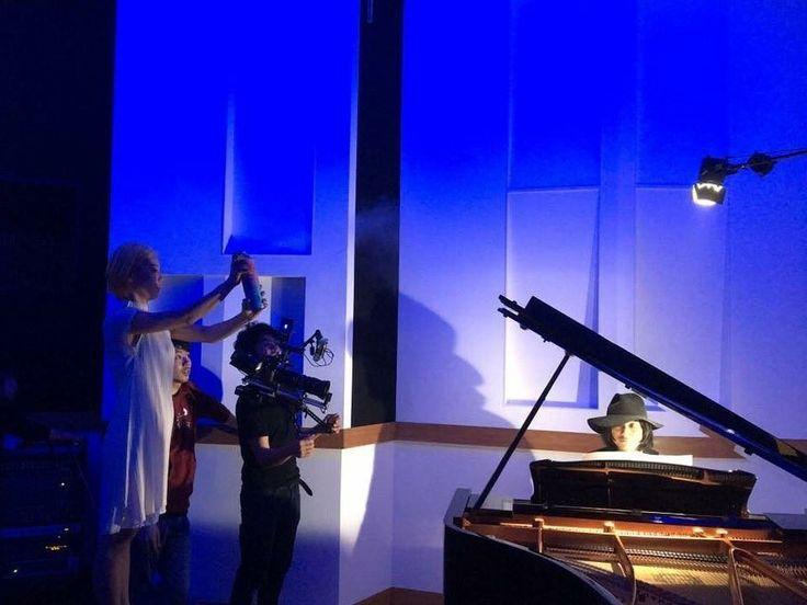 昨日は大好きな渡辺シュンスケさんのと久しぶりの撮影でした。シュンスケさんとのコラボ曲もお楽しみにしてね!私スモグ役! ✌︎('ω')✌︎