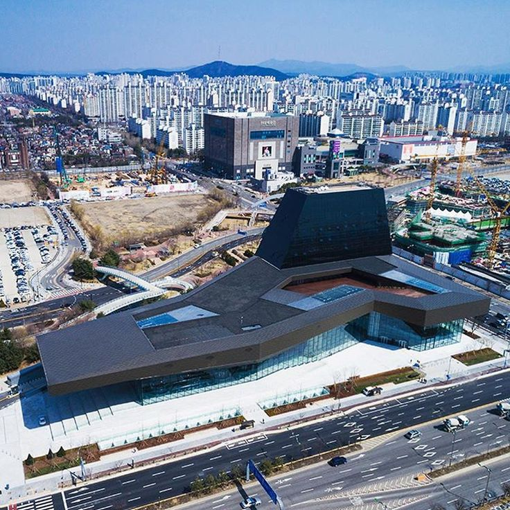 Our #ProjectOfTheDay is the Hyundai Motorstudio Goyang building by Delugan Meissl Associated Architects/ The complex represents a complete and integral experience of the Hyundai brand and its technology driven mission/ Discover the full project on Architizer.com  .  .  .  .  #architizer #architecture #korea #seoul #deluganmeisslassociatedarchitects #deluganmeissl #hyundai