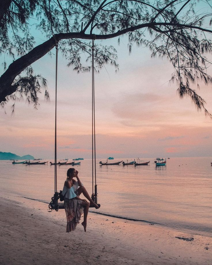 """51.3 mil curtidas, 755 comentários - Leonie Hanne (@ohhcouture) no Instagram: """"Swinging into sunset... So thankful for these peaceful days in paradise which helped me to feel…"""""""