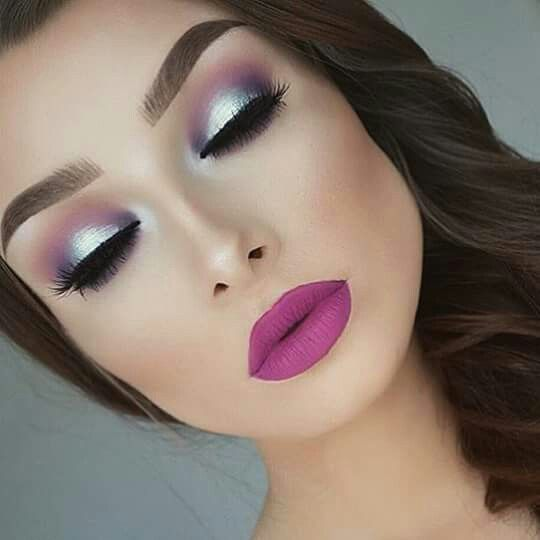 Lips and eyes in fucsia