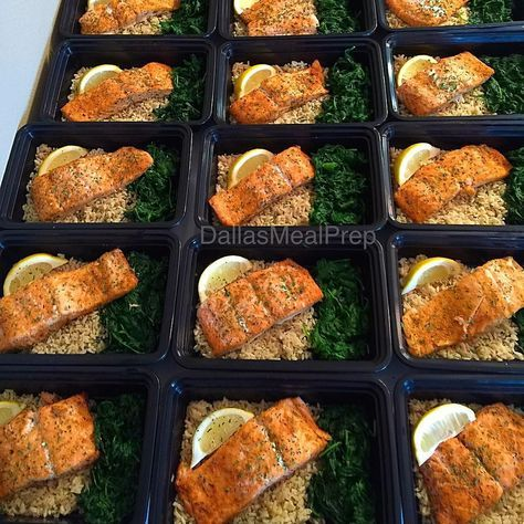 Lemon garlic salmon with rice and spinach #dallasmealprep #mealprep #mealprepping #cooking #food #healthy #healthyeating #eatclean #cleaneating #eatcleantrainmean #exercise# #crossfit #delicious #dallas #dallastexas #foodporn #instafood #picoftheday #nutrition #mealprepmonday #mealprepsunday #fitwomencook #salmon #beastmode by dallasmealprep