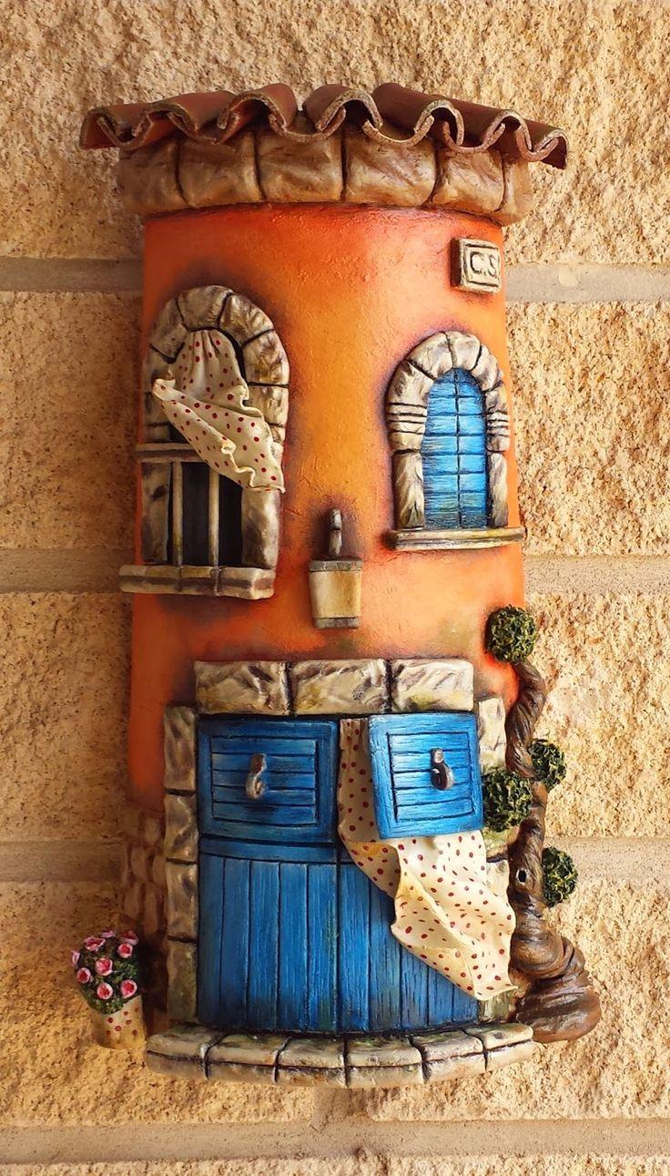 En mi tiempo libre además de pintar también me gusta decorar tejas.   Estas tejas están hechas con pasta de modelar   y luego pintad...
