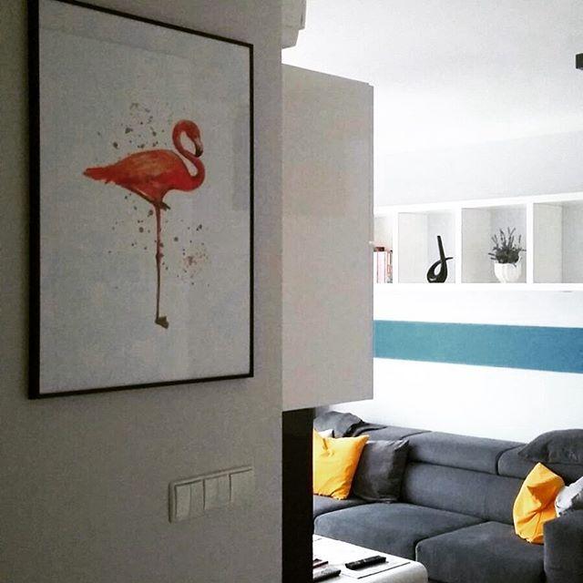 Kolorowy plakat z flamingiem na ścianie naszej wiernej Klientki :)  #walldesign #walldecor #poster #scandiposter #scandinaviandecor #flamingo #colorfulposter