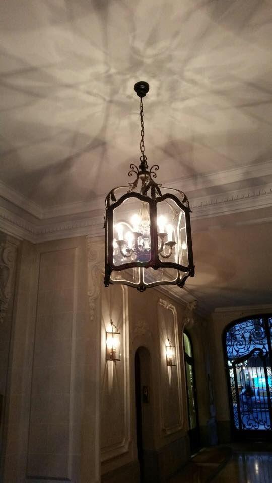 lanterne traditionnelle de style florentin que l 39 on nous a. Black Bedroom Furniture Sets. Home Design Ideas