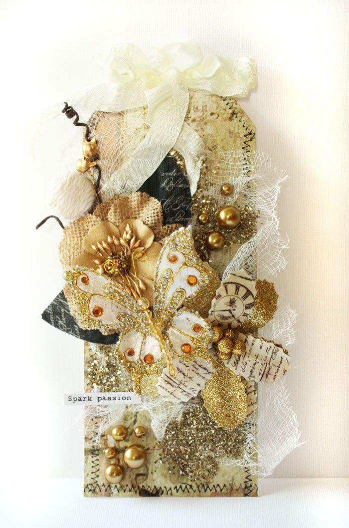 Extravagant gold embellished tag by Camilla Ekman for Prima. Gold glitter, pearls, flowers and butterfly #prima #tag #papercrafting #gold