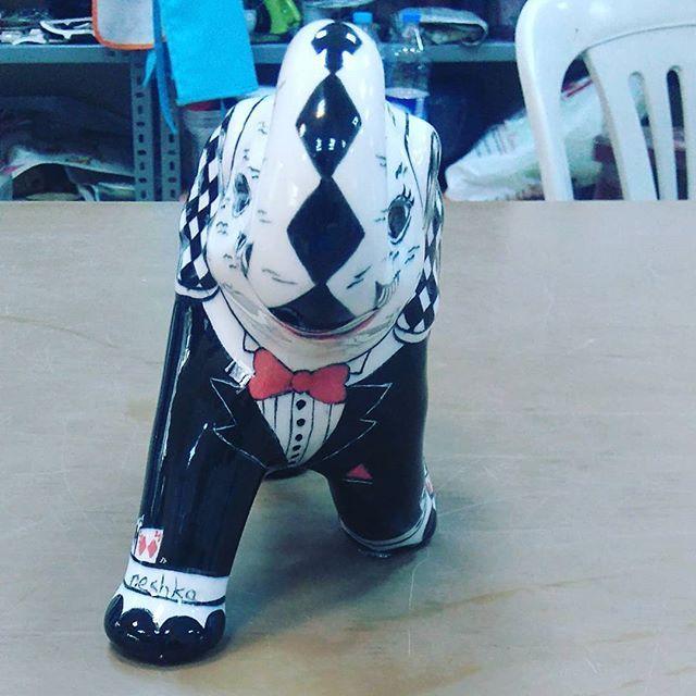 Designed by neshka...Mr. Elephant. Bay  Kumarbaz fil #tile #tileart #handmade #tilepainting #painting #handpainted #elephant #mydesign #paws #mrandmrs #decorative #blackandwhite #love #decorativeobjects #instagramhub #instagood #instalike #byneshka #çini #art #craft #elboyama #çiniboyama #dekoratifobje #fil #çinisanatı #benimtasarimim #biblo #siyahbeyaz