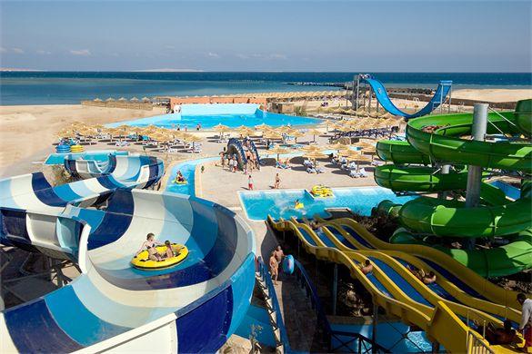 Selections hotel Titanic Beach Spa & Aqua Park beschikt over één van de allergrootste waterparken van de hele Rode zee!