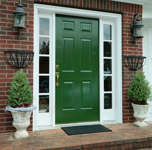 The emerald green and red brick with white trim is crisp and appealing. homeologymodernvintage.com by skrouse1, via Flickr