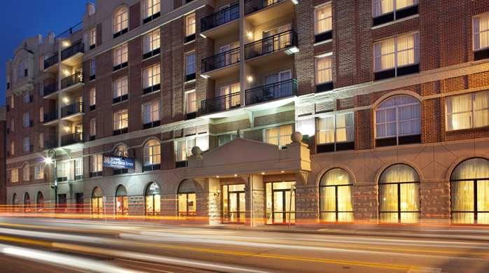 Hilton Garden Inn Savannah Historic District Hotel, GA - Hotel Exterior at Night