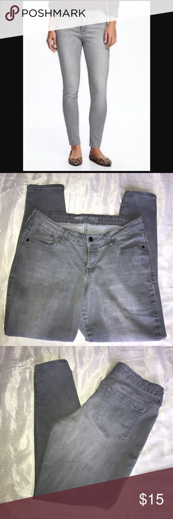 SALE!!! Old Navy grey rockstar jeans Old Navy grey rockstar jeans/ size 14 regular/ good condition/ small wear and tear by inseam. Old Navy Jeans Skinny