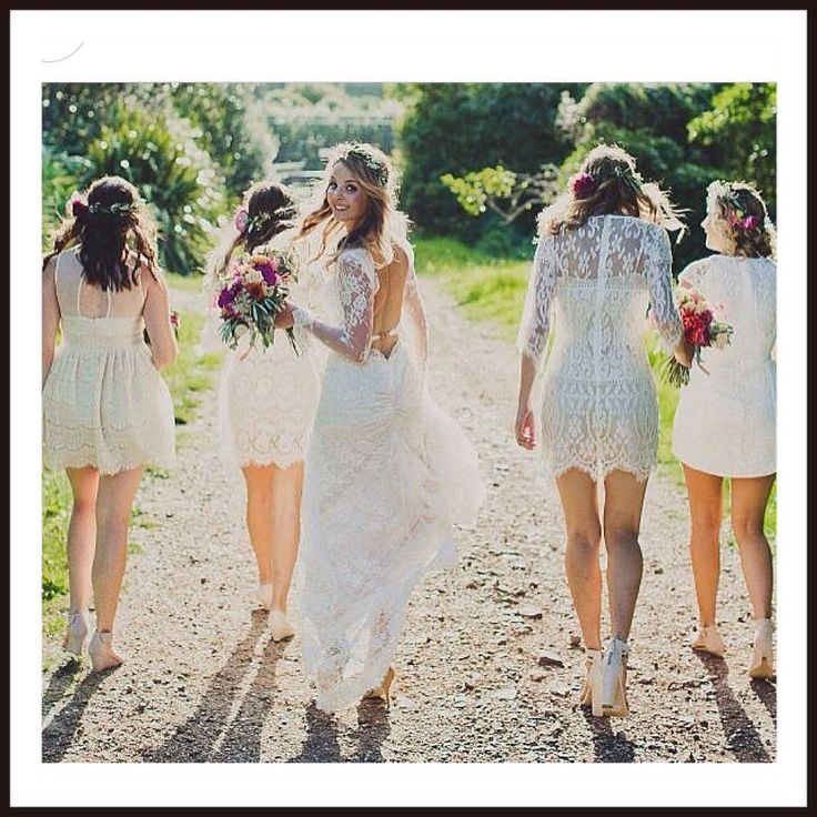 I love the idea of these short ivory mix and match #bridesmaid #dresses and that gorgeous