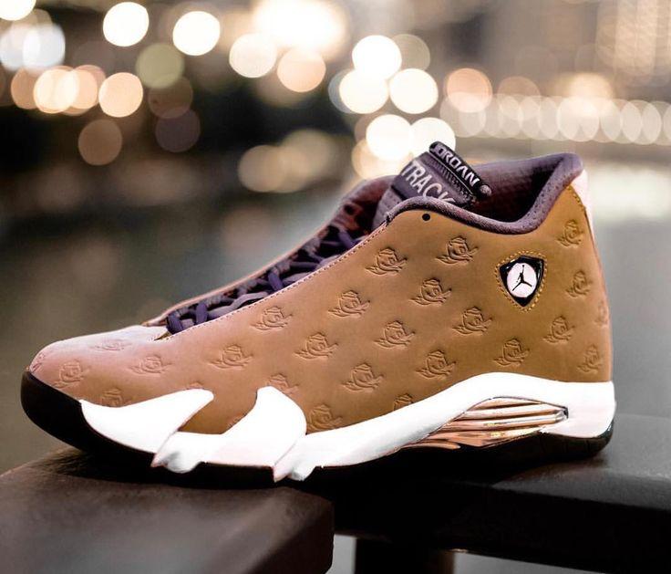 "378 Beğenme, 1 Yorum - Instagram'da Sneaker Bar Detroit (@sneakerbardetroit): ""Extremely Rare Air Jordan 14 Oregon PE currently owned by @englishsole  #SNEAKERBARDETROIT"""