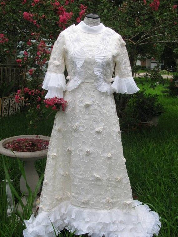 1970's Wedding Dress Handmade  Floral Daisies by TheIDconnection