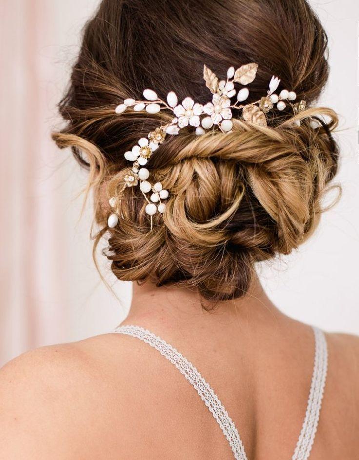 Liebe brides-to-be, es gibt wieder Futter in Sachen Beauty! Die neuen Brautfrisuren von La Chia sind zum Verlieben. An den beiden hübschen Models Vicky und […]