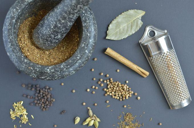 Zelf garam masala maken. - Garam masala is een kruidenmengsel dat veel gebruikt wordt in Indiase gerechten zoals curry. Zelf garam masala maken is makkelijk en vooral erg lekker.