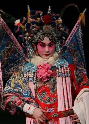 opera chinese traditional. Love the headdress, the flags at the back, the tassles and robes. amazing inspiration for Samvataka clouds
