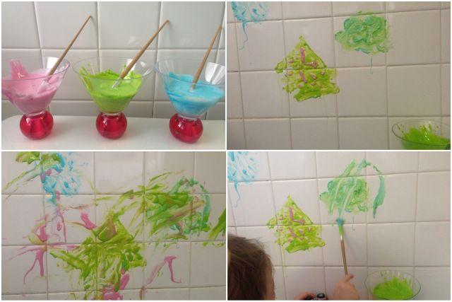 Peinture pour le bain! Un peu de savon ou de shampoing, fécule de maïs, du colorant et on s'amuse! :-) Bath paint! Some liquid soap or shampoo, corn starch, food coloring and let's have of fun!