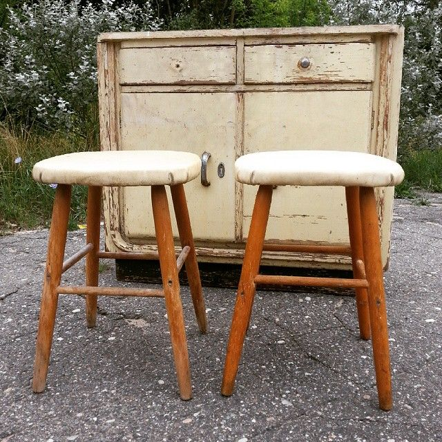 Zgrabne taborety , 10 PLN/szt #vintage #interiors #industrial #design #loft #retro #vintageshop #sklepvintage #poznan #stool #hocker #taborety #selles #skammel #taboret #zydel #Stołek #antiques #starocie #brocante