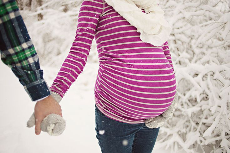 Cute winter Maternity session with hat/scarf/gloves
