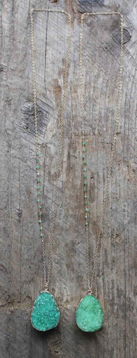 Gouden geslepen groene Druzy stenen verklaring door JESDesignStudio