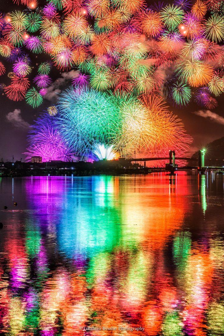 これまで見た中で最も美しく創意に溢れた花火でした…。実際にこれが目の前で爆発します。 - ツイナビ | ツイッター(Twitter)ガイド