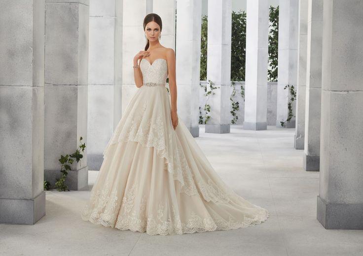 FAUSTA Koronkowy gorset, asymetrycznie wykończona spódnica, sukni ślubnej Madeline Gardner Spódnica w kształcie litery A, szeroka dołem z wykończonymi koronką …