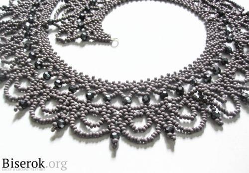 "Колье ""Королева"" / Колье, бусы, ожерелья / Biserok.org Free tutorial for making this pretty necklace."