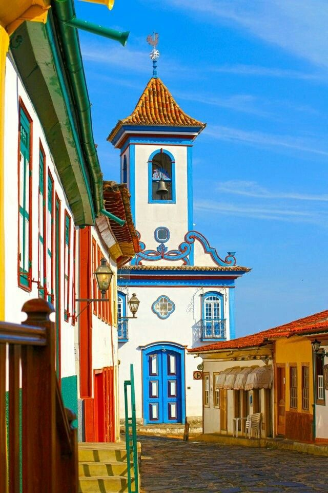 Ouro Preto - Minas Gerais , Brasil - Small place, hidden from the curious eyes of the travel agencies visited by the real wanderlust only. The city is know for it's colorful buildings who are inspiration to many photographers. #Brasil
