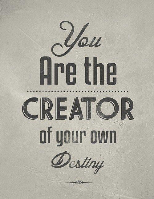 """""""Pónganse de pie, sean valientes, sean fuertes.  Tomen toda la responsabilidad sobre sus propios hombros,  y sepan que son los creadores de su propio destino.  Toda la fuerza y socorro que desean está dentro de ustedes mismos.  Por lo tanto, hagan su propio futuro """".   Swami Vivekananda"""