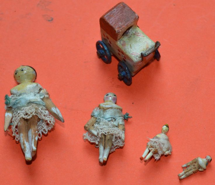 Very rare 19th century miniature Grodnertal doll family and pram
