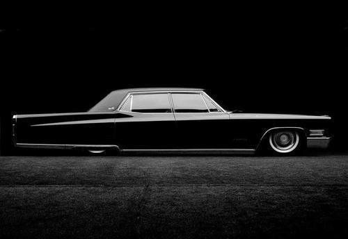 Cadillac Fleetwood Lowrider. Now this is the way an old Caddy should be done. Nice